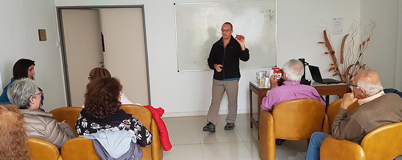 docente dando clase