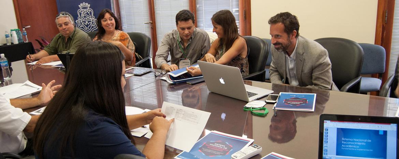 Representantes de distintas facultades de Arquitectura en reunión de trabajo