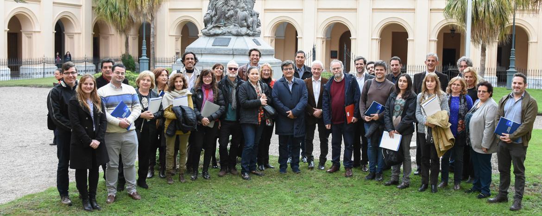 Representantes de Archivos Universitarios de América Latina en el Rectorado antiguo de la UNC