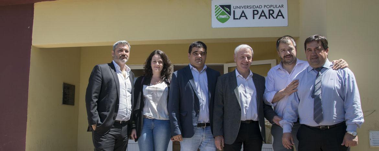 Hugo Juri junto al Intendente de La Para y autoridades en el edificio de la Universidad Popular