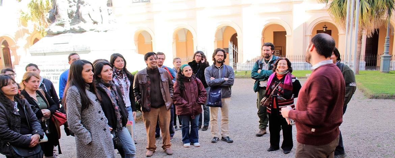 participantes del POI 2016 en su visita al Museo Histórico de la UNC.